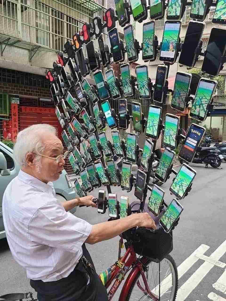 'Vovô do Pokémon Go' já tem 64 celulares em bicicleta