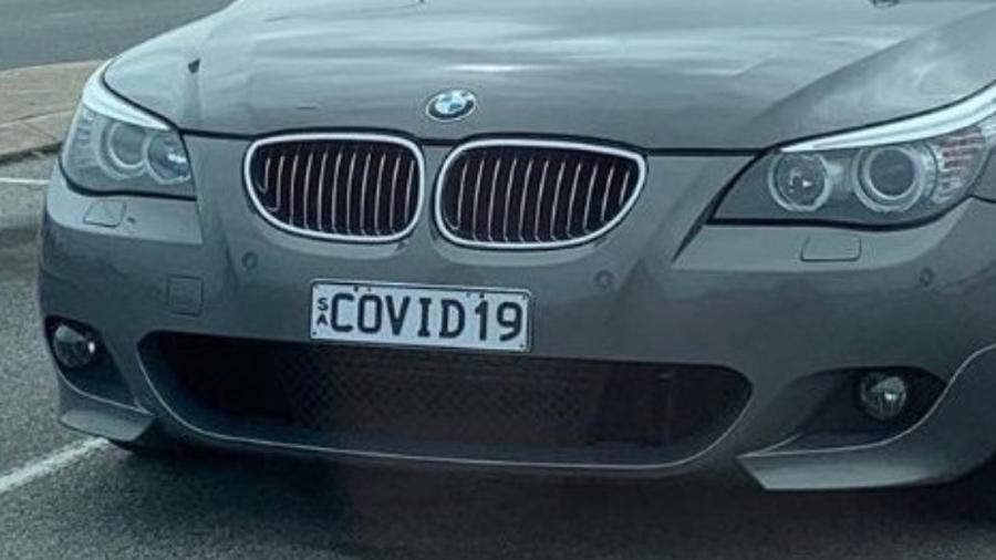 Mistério: carro com a placa COVID 19 abandonado em estacionamento de aeroporto
