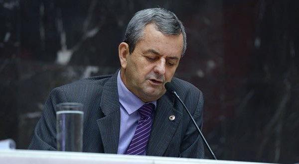 Positivo: deputado Antônio Carlos Arantes está isolado