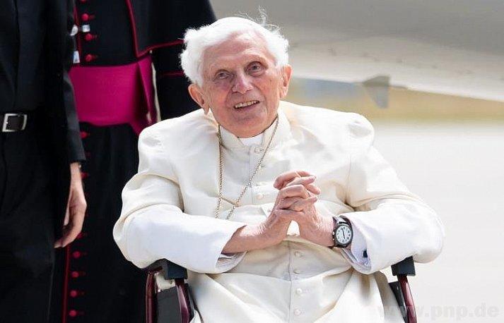 Papa emérito tem doença infecciosa e 'está extremamente frágil'