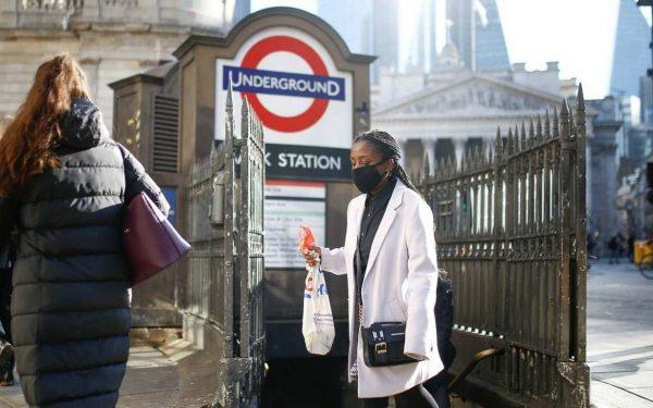 Reino Unido começa a vacinar na próxima semana